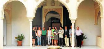 La Casa de Zafra acogió ayer la presentación del extenso programa con la concejal de Turismo, Rocío Díaz, y el director del Patronato, Reynaldo Fernández.