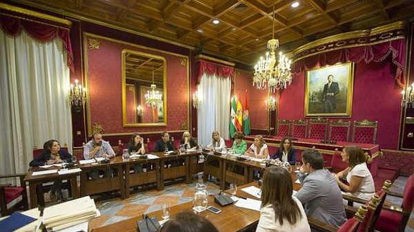 Los representantes de los grupos municipales, en la comisión de Urbanismo celebrada este martes. / G. MOLERO
