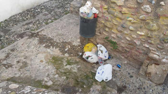 basura meadas Lavadero de la Manchega 20151108