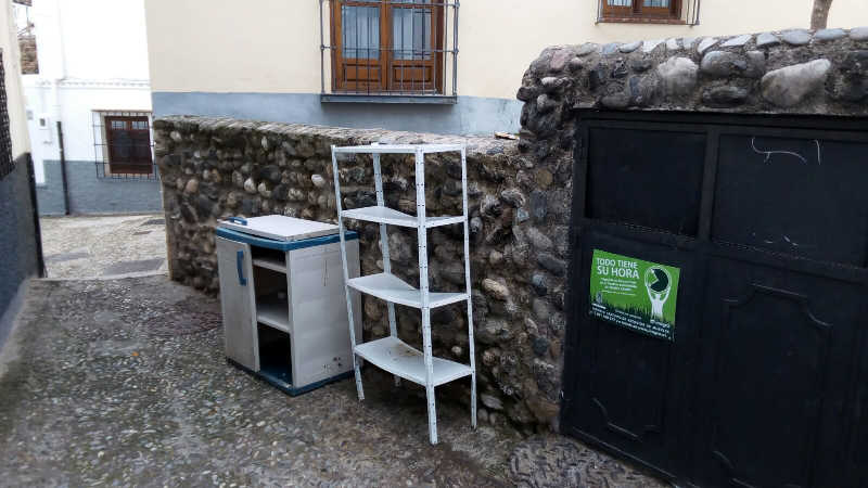 muebles contenedores plaza Aljibe de Trillo 20160121