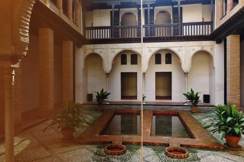 La exposici n verde alhambra verde albayz n abierta hasta el 29 de febrero asociaci n bajo - La casa del compas de oro ...