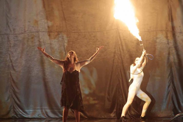 Marina Heredia, en el ensayo general con La Fura dels Baus. MIGUEL RODRÍGUEZ