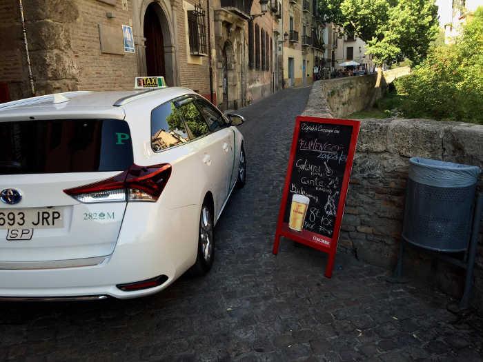 Carrera del Darro anuncios y taxis 20160728 JFI