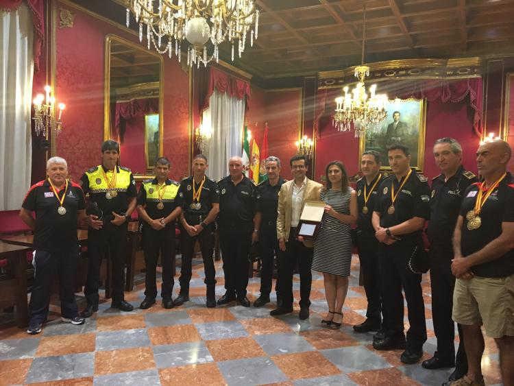 Moreno, segundo por la derecha, es el nuevo jefe de la Policía Local de Granada. J.ALGARRA/AYUNTAMIENTO