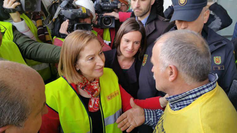marea amarilla AVE con ministra Fomento ana Pastor RG 2016