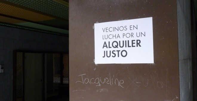 Cartel crítico contra el fenómeno de la gentrificación.- A.B.